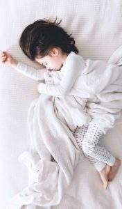 baby having sleep apnoea