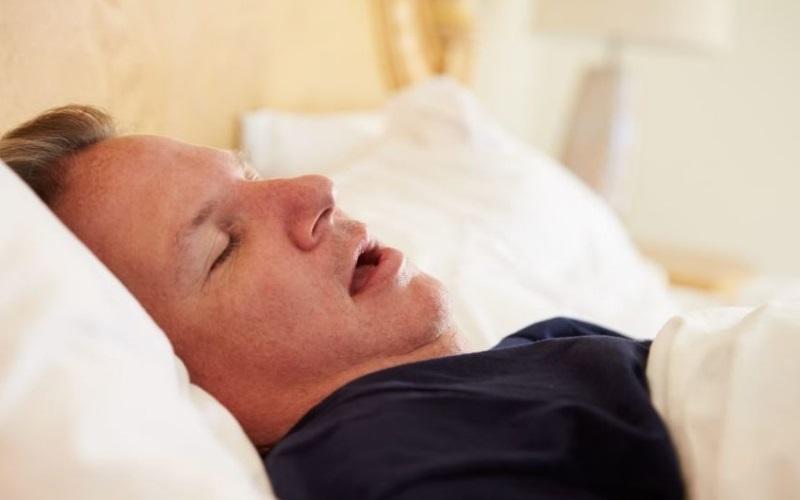 distinguishing central vs obstructive sleep apnea